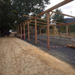 Der neue Bodenbelag, die Dachträger und Betonelemente sind schon da.